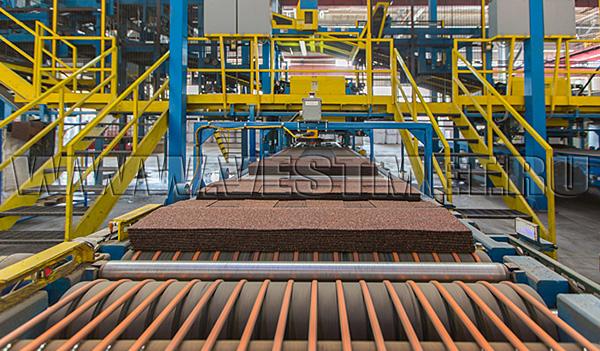 Производство гибкой черепицы SHINGLAS на заводе - фото